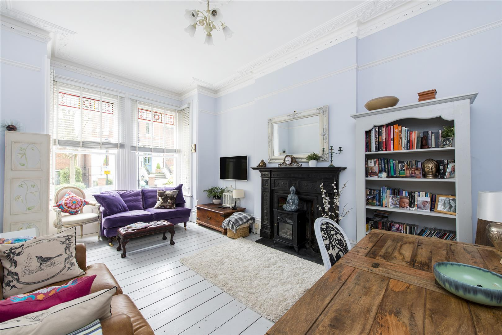 2 Bedrooms Flat for sale in Raised Ground Floor, Kemplay Road, Hampstead Village, NW3